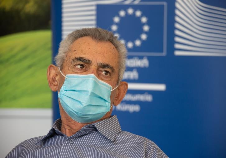 Μόνο το εμβόλιο θα καταστρέψει τον ιό.  Οι ηλικιωμένοι λένε ότι εμβολιάστηκαν για πρώτη φορά (φωτογραφία)