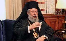Αρχιεπίσκοπος.  Συνήθως η λειτουργία το Μεγάλο Σάββατο