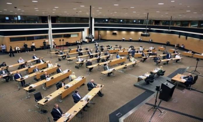 Η «μπάλα» των τοπικών αυτοδιοικητικών μεταρρυθμίσεων στο κοινοβούλιο